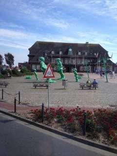 Rejsende i vinden - skulpturer i Westerland